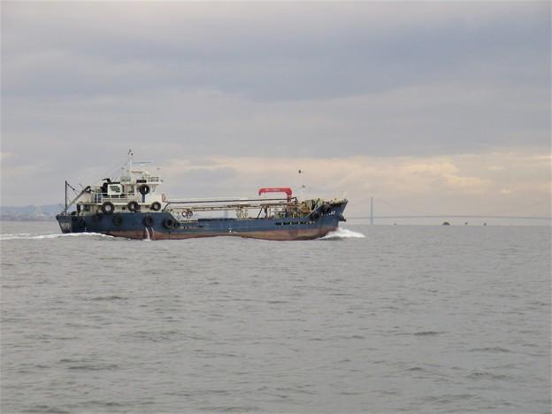 大晦日の仕事を終え帰路に就く内航タンカー