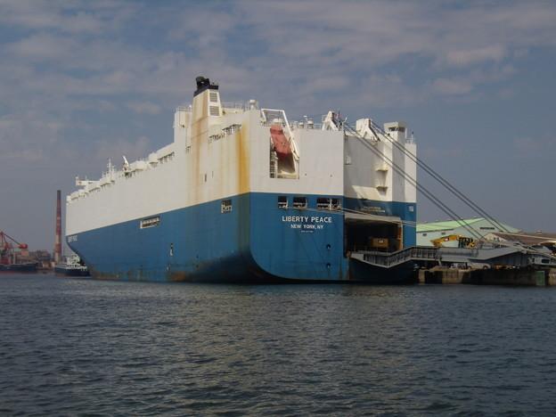 重機を積荷中の米国船籍船 LIBERTY PEACE