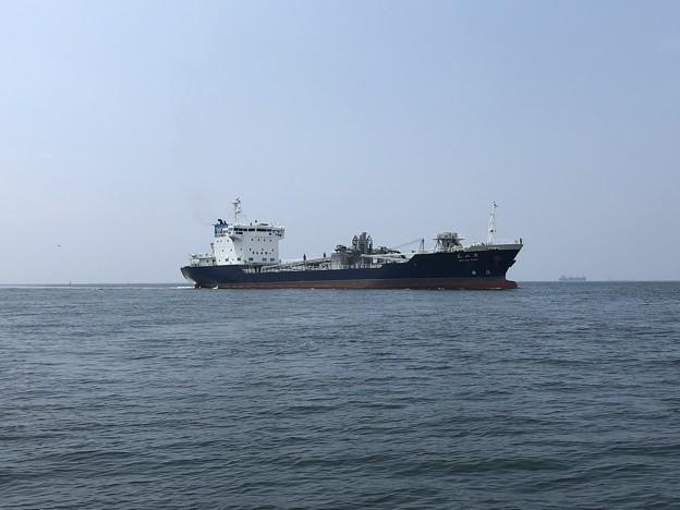 東播磨港にアプローチする清山丸