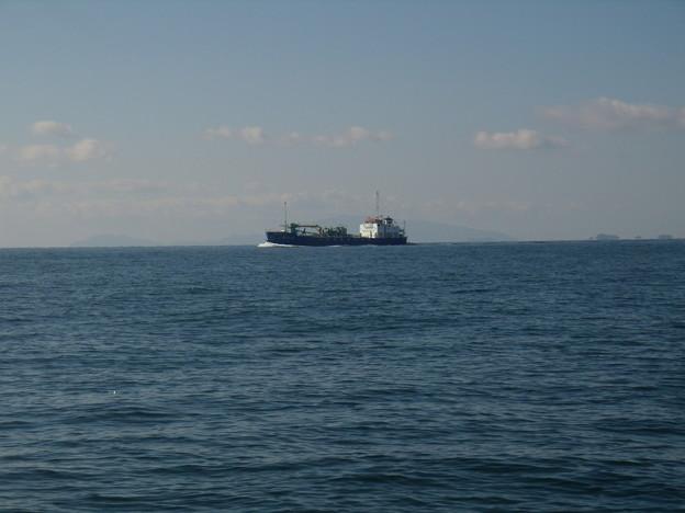 播磨灘を行くセメント専用船_徳山丸