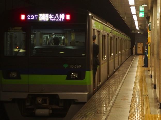 都営新宿線菊川駅2番線 都営10-560F各停本八幡行き前方確認