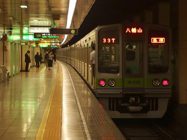 都営新宿線住吉駅1番線 都営10-270F各停八幡山行き前方確認
