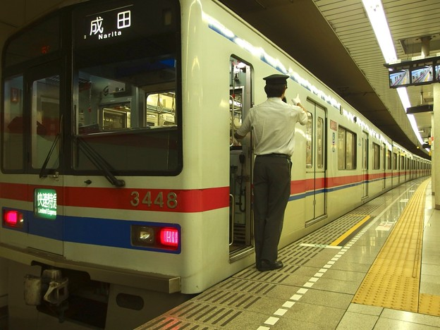 都営浅草線五反田駅2番線 京成3441快速特急成田行き側面よし