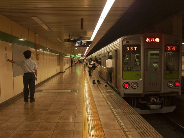 都営新宿線住吉駅2番線 都営10-260F各停本八幡行きベル扱い