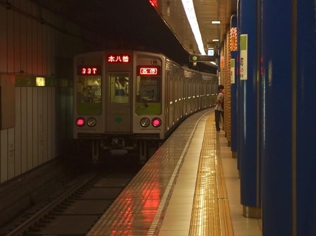 都営新宿線岩本町駅4番線 都営10-240F各停本八幡行き