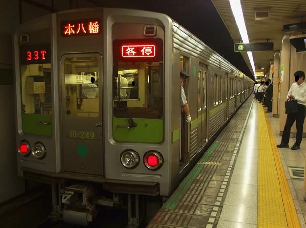 都営新宿線小川町駅4番線 都営10-240F各停本八幡行き停止位置よし