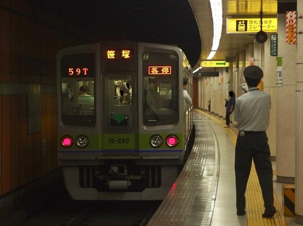 都営新宿線新宿三丁目駅1番線 都営10-280F各停笹塚行き前方確認