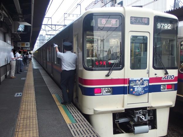 京王線代田橋駅2番線 京王9042F各停本八幡行き側面よし