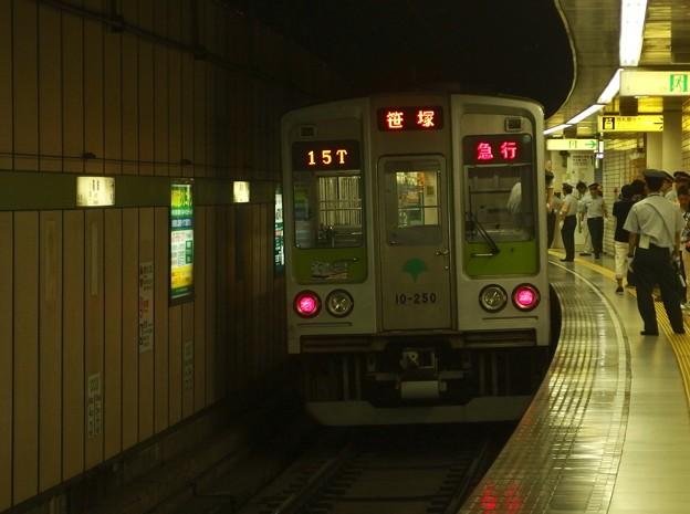 都営新宿線篠崎駅1番線 都営10-250F急行笹塚行き前方確認