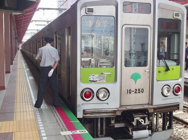 都営新宿線船堀駅1番線 都営10-250F急行笹塚行き時間調整