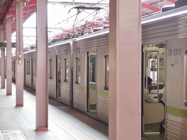 都営新宿線船堀駅1番線 都営10-250F