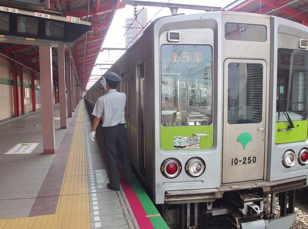 都営新宿線船堀駅1番線 都営10-250F急行笹塚行き側面よし