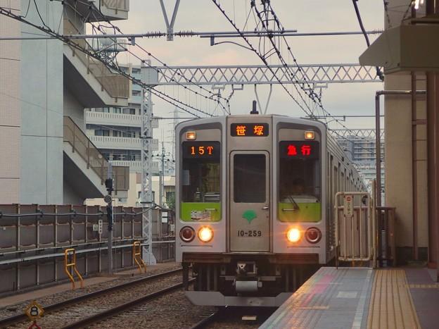 都営新宿線船堀駅1番線 都営10-250F急行笹塚行き進入