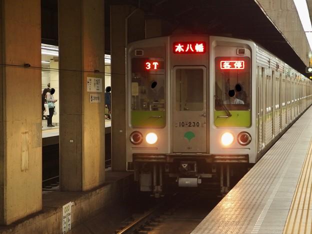 都営新宿線九段下駅6番線 都営10-230F各停本八幡行き進入