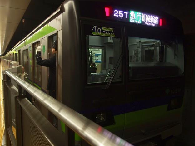 京王線調布駅3番線 都営10-550F急行新線新宿行き側面よし