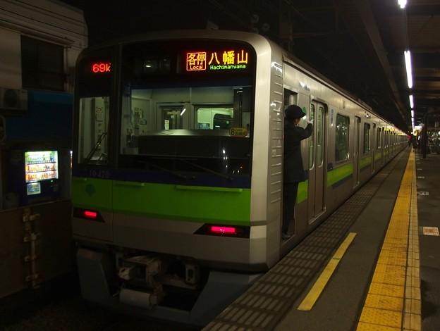 京王線上北沢駅1番線 都営10-420F各停八幡山行き