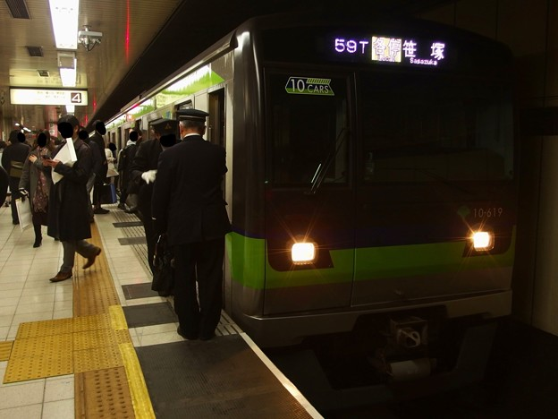 京王新線新宿駅4番線 都営10-610F行き各停笹塚乗務員交代