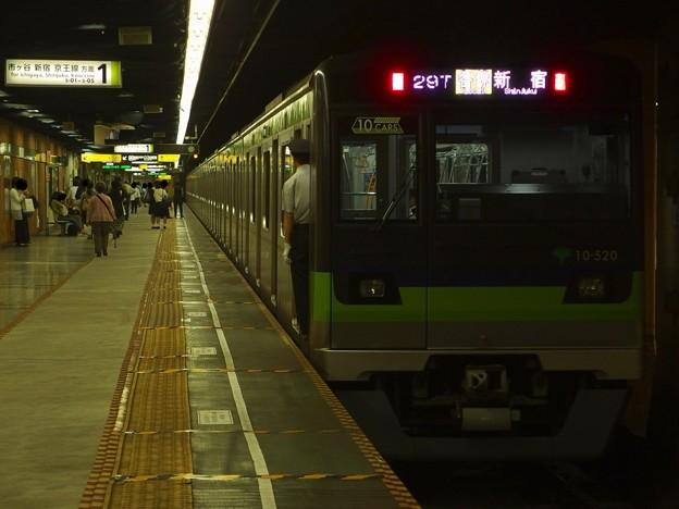都営新宿線神保町駅1番線 都営10-520F各停新宿行き前方確認