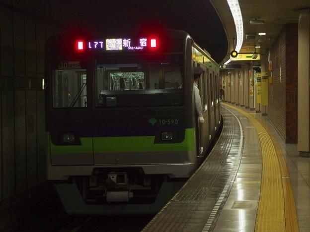 都営新宿線小川町駅3番線 都営10-590F各停新宿行き前方確認