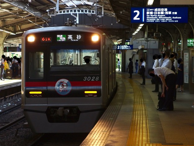 京急線京急品川駅2番線 京成3028エアポート快特高砂行き進入