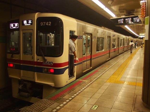 都営新宿線大島駅1番線 京王9042各停橋本行き停止位置よし