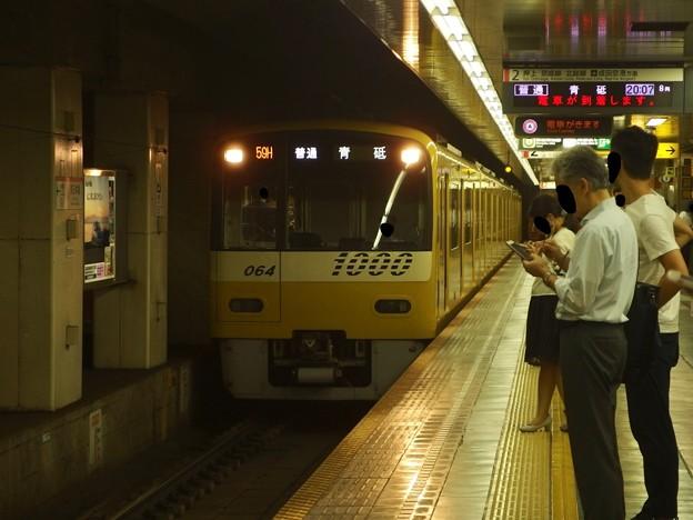 都営浅草線東日本橋駅2番線 京急1057普通青砥行き進入