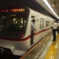 写真: 都営浅草線浅草橋駅2番線 都営5308F普通印旛日本医大行き停止位置よし