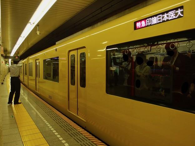 都営浅草線人形町駅4番線 京急1057F特急印旛日本医大行き側面よし
