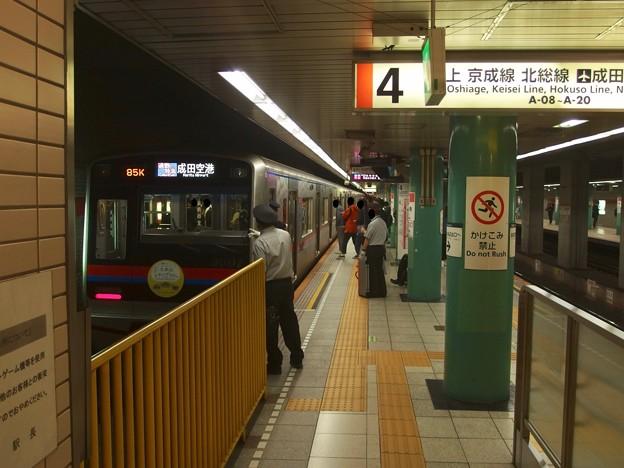 Photos: 都営浅草線泉岳寺駅4番線 京成3001F通勤特急成田空港行き表示確認