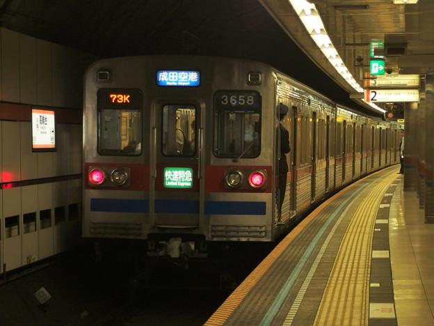 都営浅草線高輪台駅2番線 京成3658F快速特急成田空港行き前方確認