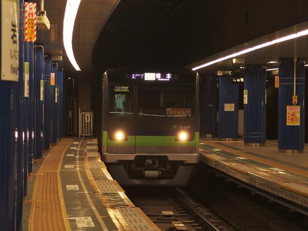 都営新宿線岩本町駅2番線 都営10-640F各停橋本行き進入