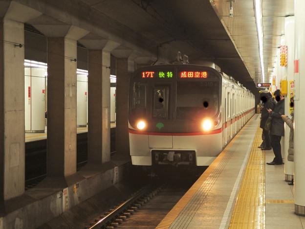 都営浅草線宝町駅2番線 都営5310F快速特急成田空港行き進入