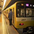 都営浅草線東銀座駅2番線 京急1057Fイエローハッピートレイン快速佐倉行き側面よし