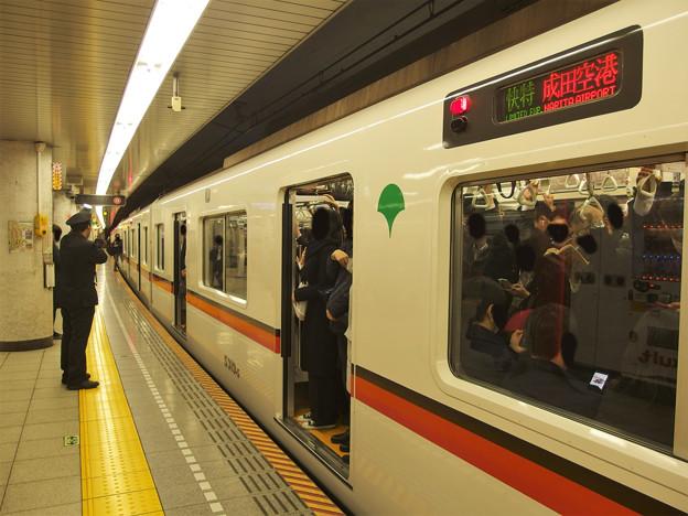 都営浅草線人形町駅4番線 都営5319F快速特急成田空港行き客終合図