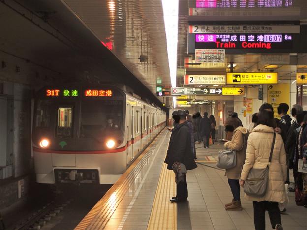 都営浅草線大門駅2番線 都営5310F快速成田空港行き進入