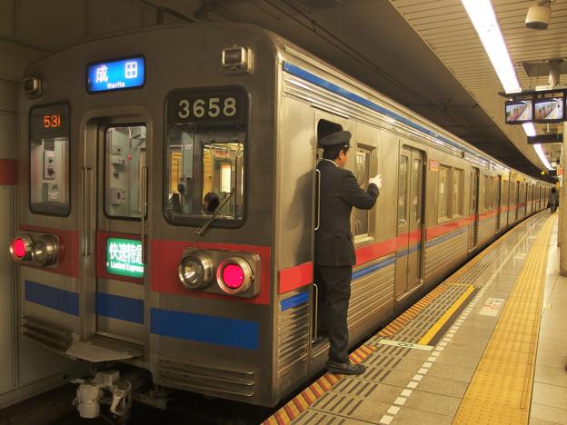 都営浅草線五反田駅2番線 京成3658快速特急成田行き側面よし