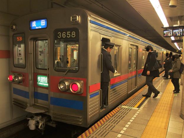 都営浅草線五反田駅2番線 京成3658快速特急成田行き停止位置よし