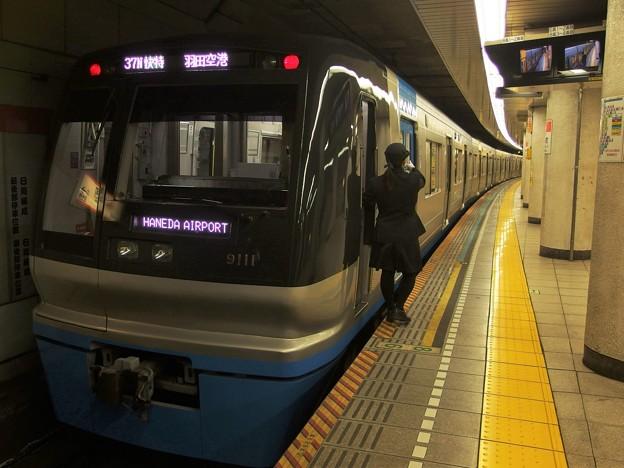 都営浅草線人形町駅3番線 北総9118F快特羽田空港行き側面よし