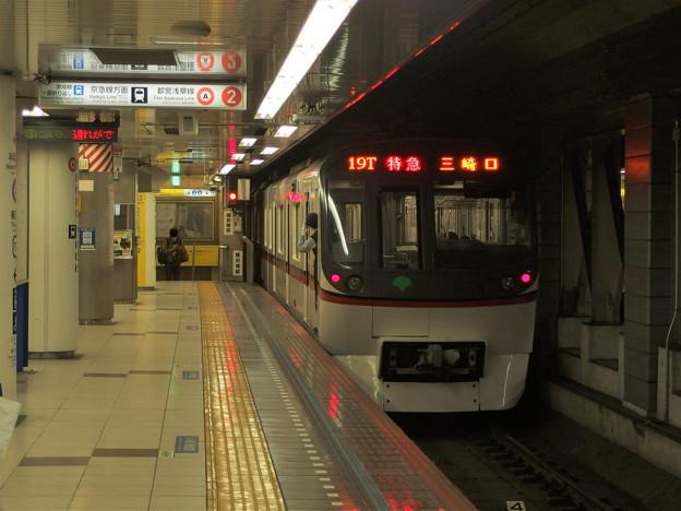 Photos: 都営浅草線押上駅2番線 都営5324F特急三崎口行き前方確認
