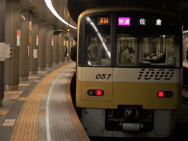 Photos: 都営浅草線浅草駅2番線 京急1057F快速佐倉行き前方確認