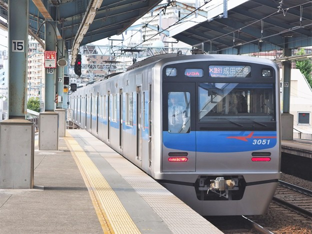 京急線平和島駅3番線 京成3051Fエアポート急行成田空港行き2