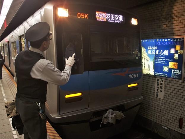京急線泉岳寺駅1番線 京成3051Fエアポート快特羽田空港行き