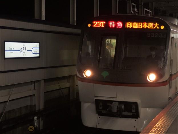 京成押上線青砥駅3番線 都営5323F特急印旛日本医大行き進入