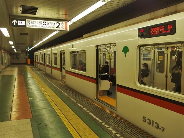 都営浅草線東日本橋駅2番線 都営5313Fエアポート快特高砂行き側面