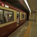 Photos: 都営浅草線五反田駅2番線 京急602F快速成田空港行き