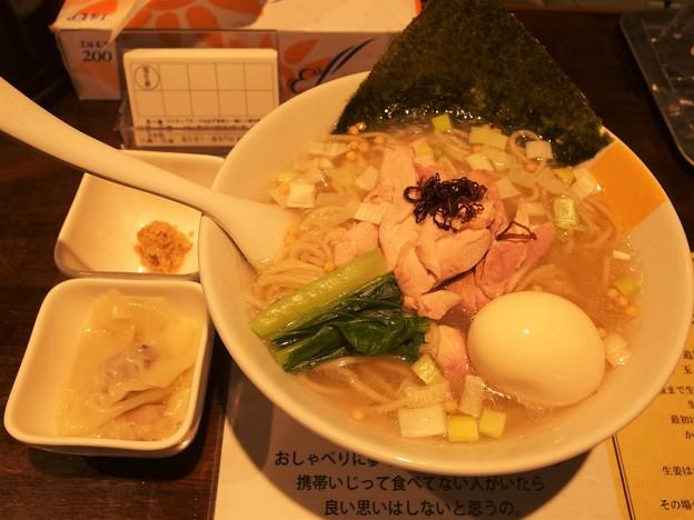 塩生姜らー麺専門店MANNISH 昆布の塩らー麺大盛りワンタン