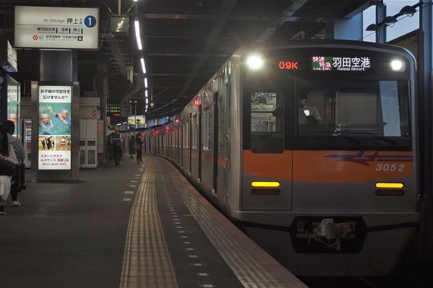 京成押上線青砥駅1番線 京成3052F快速特急羽田空港行き
