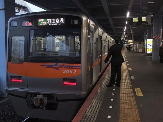 京成押上線青砥駅1番線 京成3052F快速特急羽田空港行き側面よし