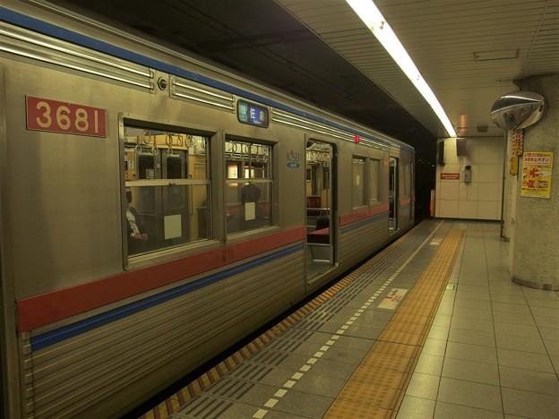都営浅草線五反田駅2番線 京成3688F通勤特急佐倉行き
