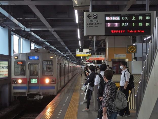 京成本線青砥駅2番線 京成3658F快速特急上野行き